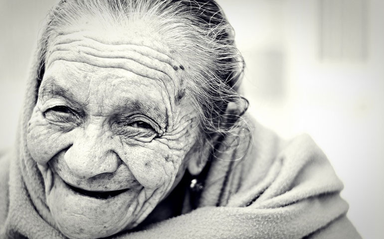 mujer-feliz-anciana