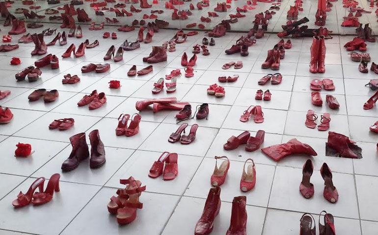 zapatos-rojos-elina-chauvet1