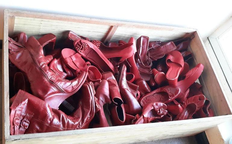 zapatos-rojos-elina-chauvet3